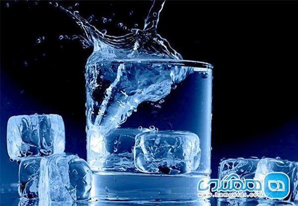 آسیب هایی که نوشیدن آب یخ به بدن شما می زند!