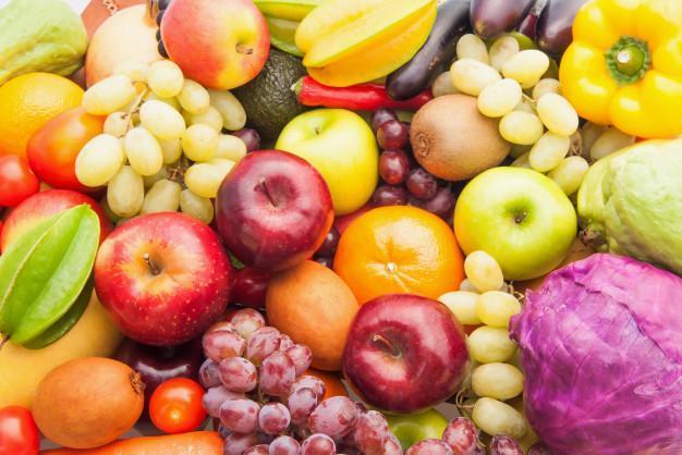 کمبودی در عرضه میوه های نوبرانه نداریم