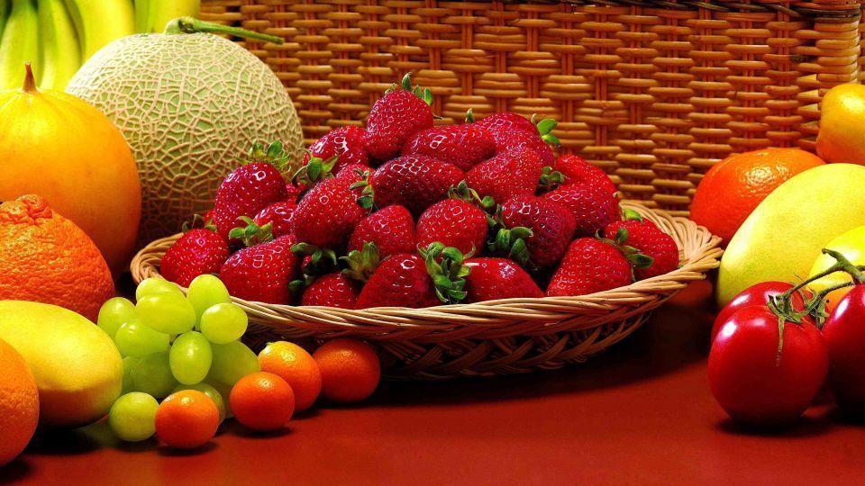 فهرست قیمت میوه در بازار تره بار تهران؛ انگور شاهرودی 10000 تومان سیب لبنانی زرد8300 تومان