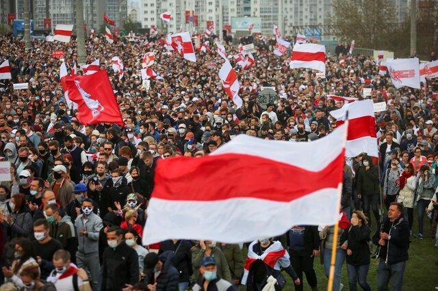 تجمع ده ها هزار معترض ضد لوکاشنکو در مینسک
