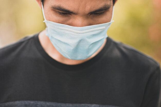 با زدن ماسک و حفظ فاصله فیزیکی از کادر درمان حمایت کنیم